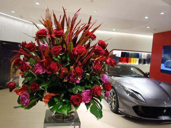 フェラーリショールームのイベント花
