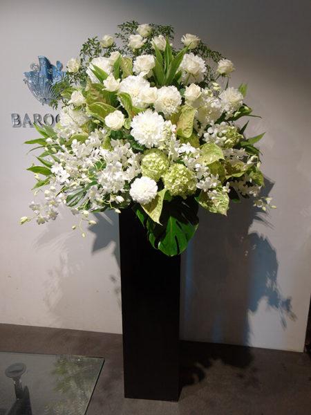 ダリア、アジサイを使ったオシャレな生花スタンド