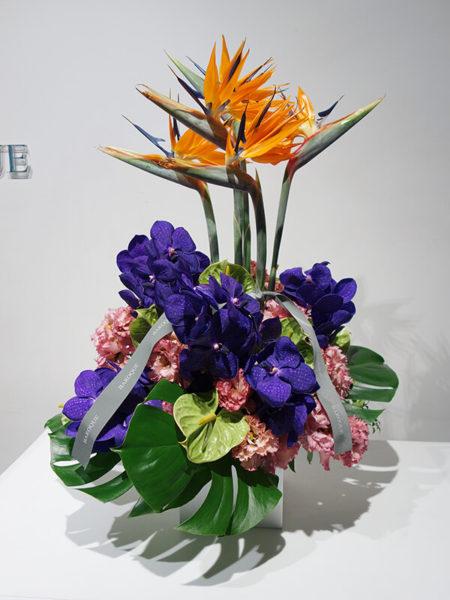 お供えの高級花アレンジメント