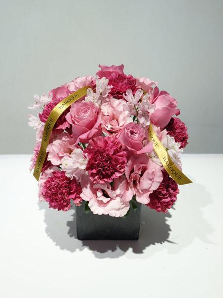 ピンクの花アレンジメント