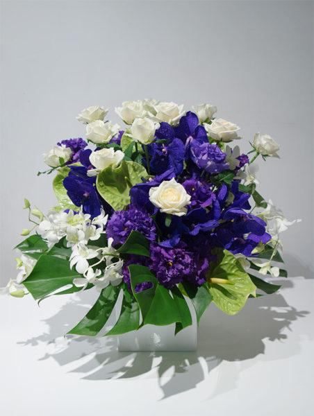 紫の花アレンジメント