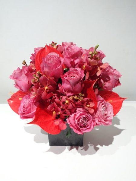ピンクのバラ生花アレンジメント