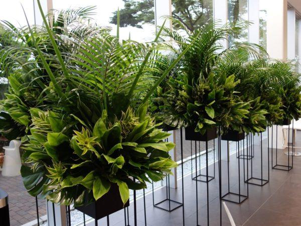 グリーンの生花スタンド