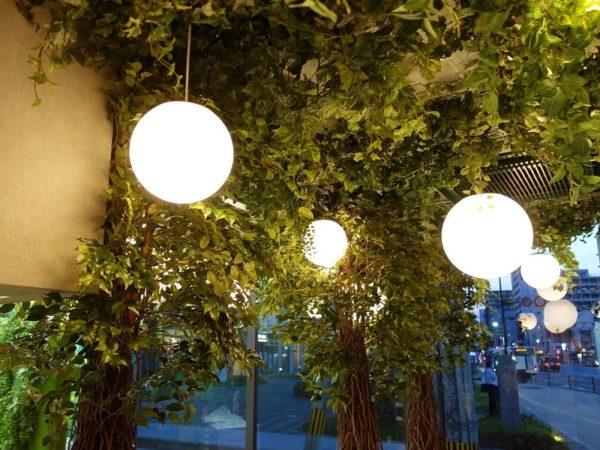 壁面緑化、フェイク植物の装飾